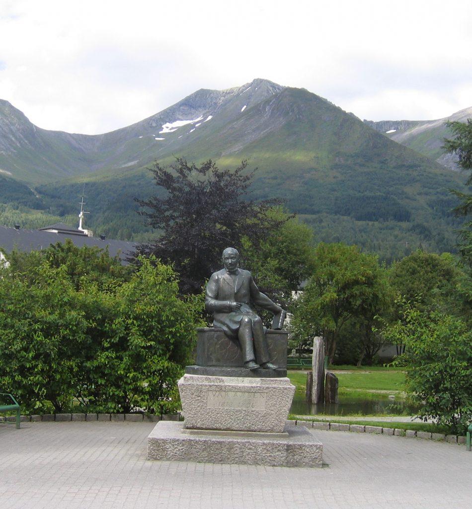 Ivar åsen statue